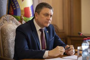 """Zelensky, Poroshenko """"dig chasm"""" between Russians and Ukrainians - LPR Head"""