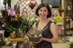 Помощник флориста рассказала об особенностях и этапах создания флорариума своими руками