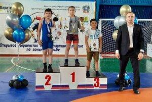 Борцы из ЛНР завоевали три медали на соревнованиях в Ростовской области