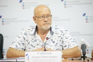Поэт из Крыма Андрей Соболев презентовал в ЛуганскИнформЦентре две свои новые книги