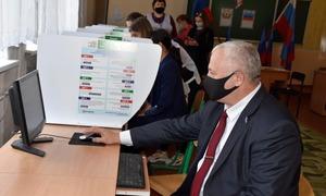 Глава администрации Красного Луча принял участие в голосовании на выборах в Госдуму
