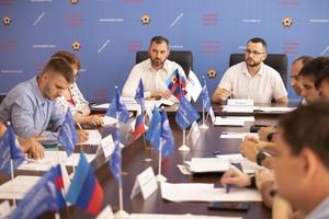 Представители власти и общественники ЛНР обсудили программу поддержки рабочей молодежи