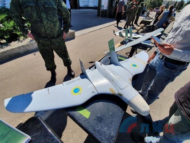 Организованная Народной милицией ЛНР выставка оружия и перехваченных беспилотников ВСУ, Краснодон, 9 сентября 2021 года
