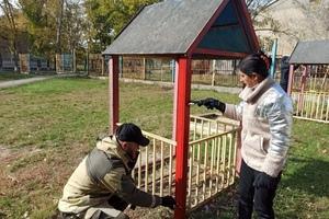"""Активисты ОД """"Мир Луганщине"""" благоустроили детскую площадку в Ровеньках"""