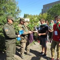 Юные экологи Брянки в рамках акции передали саженцы Перевальскому лесничеству