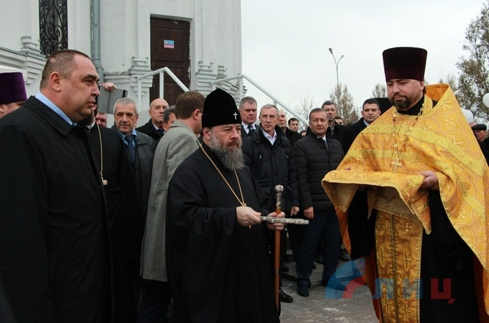 Церемония освящения закладного камня памятника Александру Невскому, Луганск, 8 ноября 2016 года