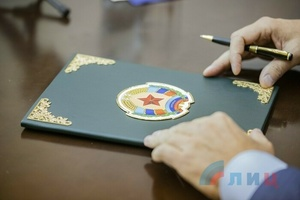 LPR parliament ratifies treaty on common customs space with DPR