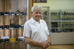 Луганчанин передал в дар краеведческому музею около 80 зарубежных фотоаппаратов XX века
