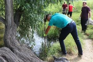 Активисты в рамках акции очистили от мусора 2,5 км реки Ольховая в Роскошном