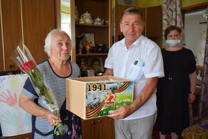 Глава ЛНР поздравил с 80-летием жительницу Первомайска, родившуюся в день начала войны