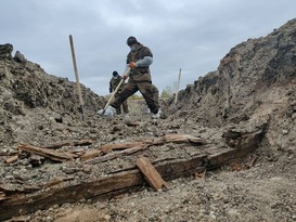 Спецгруппа извлекла из захоронения в районе Видного останки 17 жертв ВСУ
