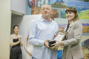 Выставка фоторабот ректора ЛГАКИ открылась в луганской Галерее искусств