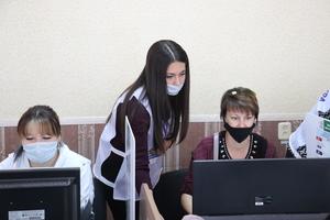 Волонтеры инфоцентров помогают всем, у кого возникают проблемы с голосованием