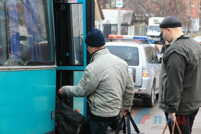 Отправка удерживающихся в ЛНР украинских участников конфликта в Донбассе к месту обмена пленными, Луганск, 27 декабря 2017 года
