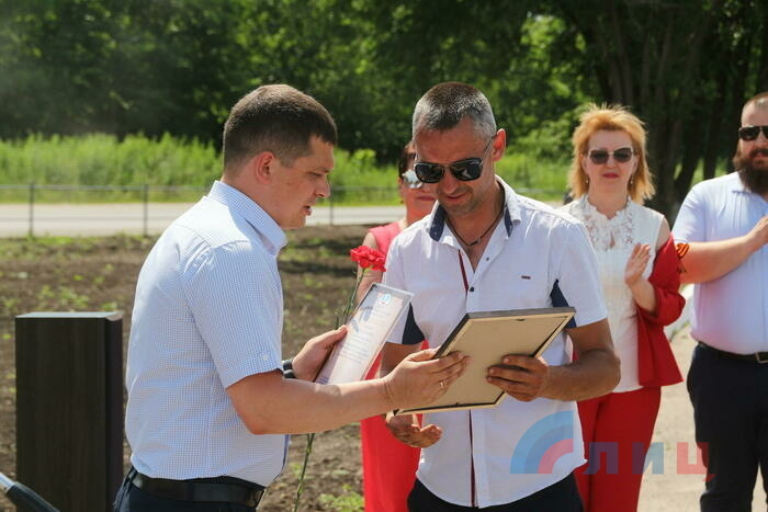 Торжественное открытие Аллеи Славы в районе авторынка, Луганск, 22 июня 2021 года