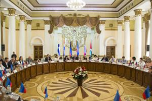 Около 120 делегатов ЛНР, ДНР, РФ и зарубежья участвуют в Экономическом форуме в Луганске (ФОТО)