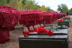 Церемония перезахоронения останков 36 жертв ВСУ состоялась в Краснодоне