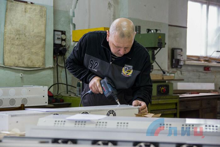 Ознакомление главы ЛНР Леонида Пасечника с производством рециркуляторов для очищения воздуха, Луганск, 28 октября 2020 года