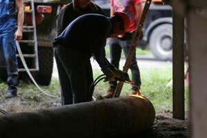 Ликвидация последствий взрыва газопровода в районе парка имени 1 Мая, Луганск, 18 июня 2021 года