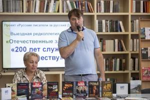 Российские писатели передали около 100 книг луганской библиотеке имени Горького