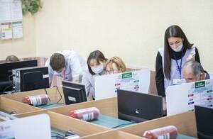 Педагоги ЛНР принимают активное участие в голосовании – школьный учитель