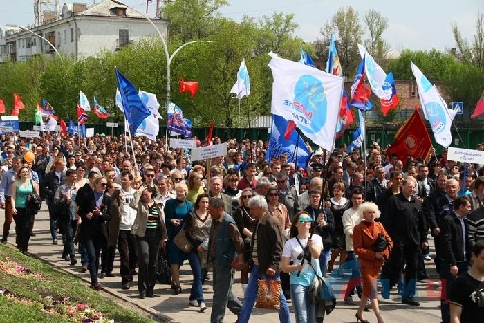 Шествие в честь Праздника Весны и Труда, Луганск, 1 мая 2015
