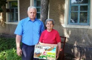 Мэр Красного Луча поздравил с 80-летием троих горожан, родившихся в день начала войны