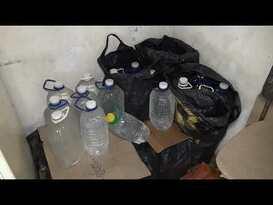 Правоохранители изъяли на складе луганского рынка 275 литров спиртосодержащей продукции