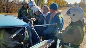 Два человека пострадали в результате столкновения легкового автомобиля и трактора – МЧС