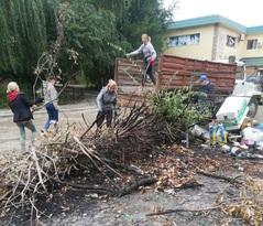 """Более 4,7 тыс. жителей Алчевска приняли участие в акции """"Очистим Республику от мусора"""""""