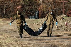 Спецгруппа извлекла из захоронения в районе Видного останки еще 10 жертв ВСУ