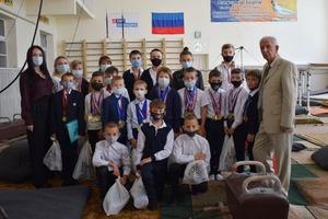 Члены ОП ЛНР вручили подарки одаренным детям прифронтового Первомайска