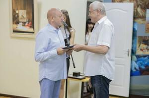 Пасечник присвоил ректору ЛГАКИ Валерию Филиппову звание заслуженного деятеля искусств ЛНР