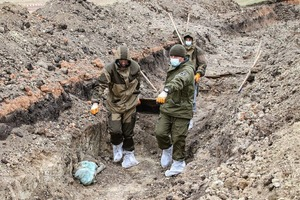 Спецгруппа извлекла из захоронения в районе Видного останки 35 жертв ВСУ