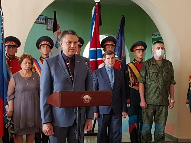 Pasechnik speaking at the memorial service for 5 LPR People's Militia members killed in attack on Golubovskoye outpost