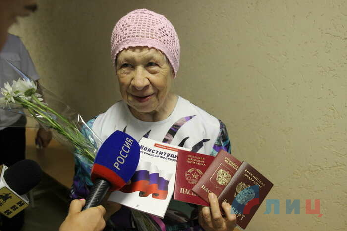 Выдача российских паспортов жителям ЛНР, Новошахтинск, 14 июня 2019 года
