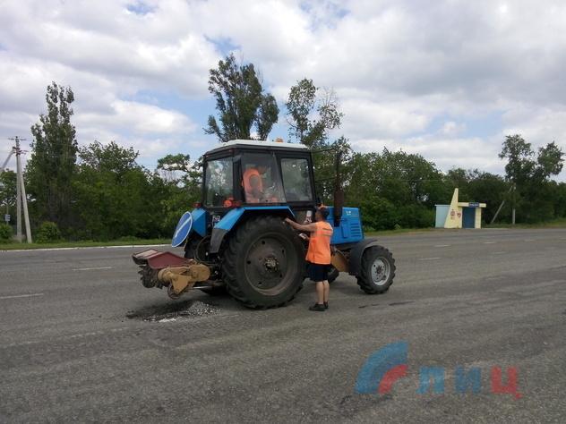 Ремонт автодороги на трассе Луганск-Изварино, 30 мая 2015 года