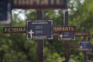 Спецгруппа извлекла из захоронения в Первомайске останки еще 10 жертв ВСУ